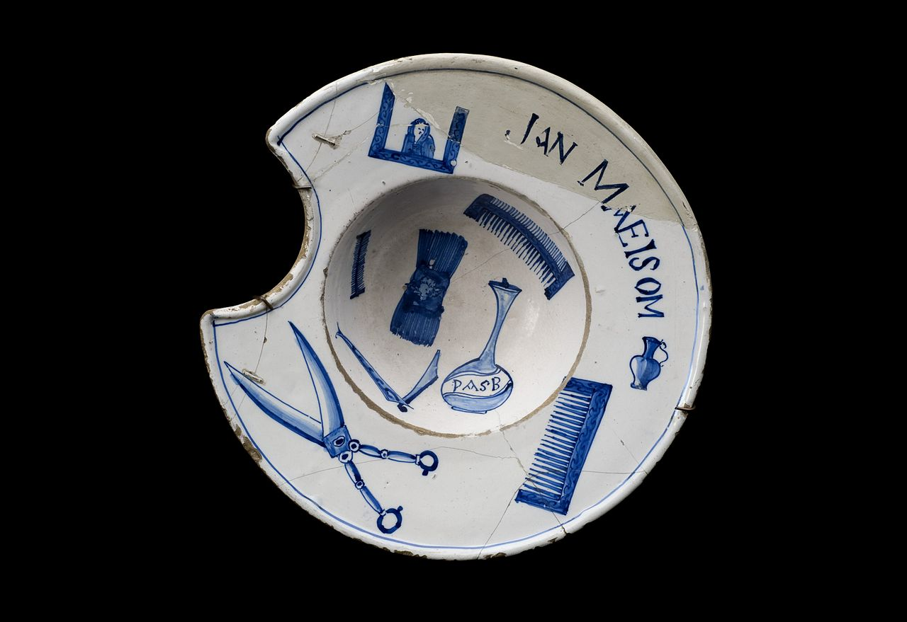 1280px-Barber's_shaving_bowl,_Netherlands,_1701-1750_Wellcome_L0057195